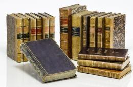 102  -  [Libros decorativos en español: 16 vol.]